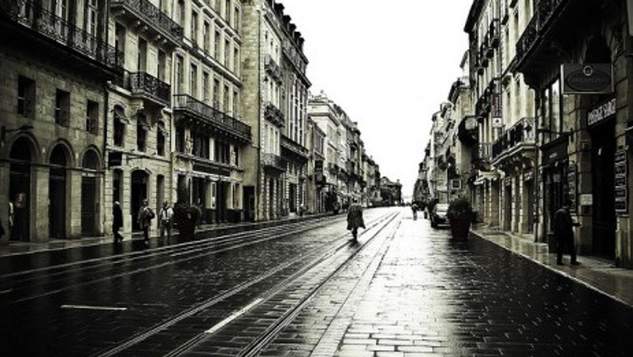 Streets of Bordeaux, France (mescon)