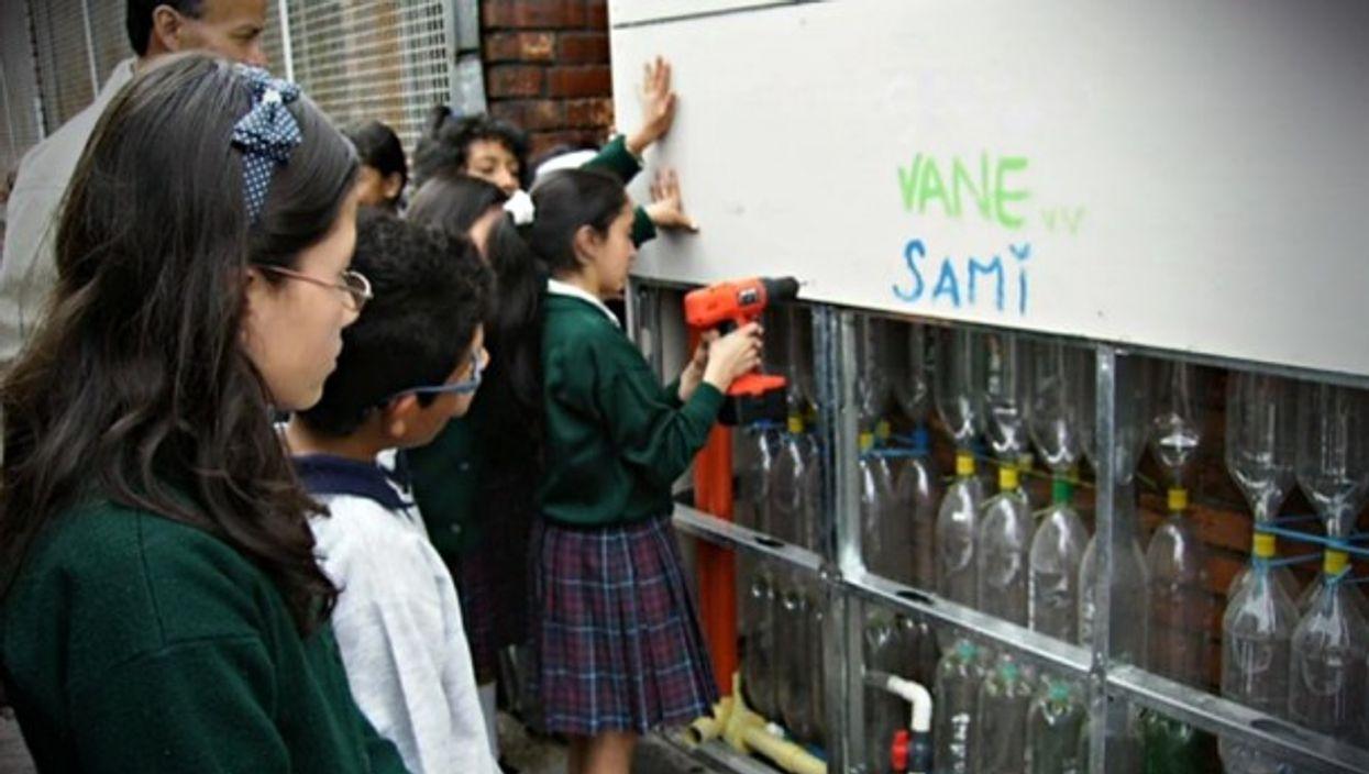 Students building an Ekumuro