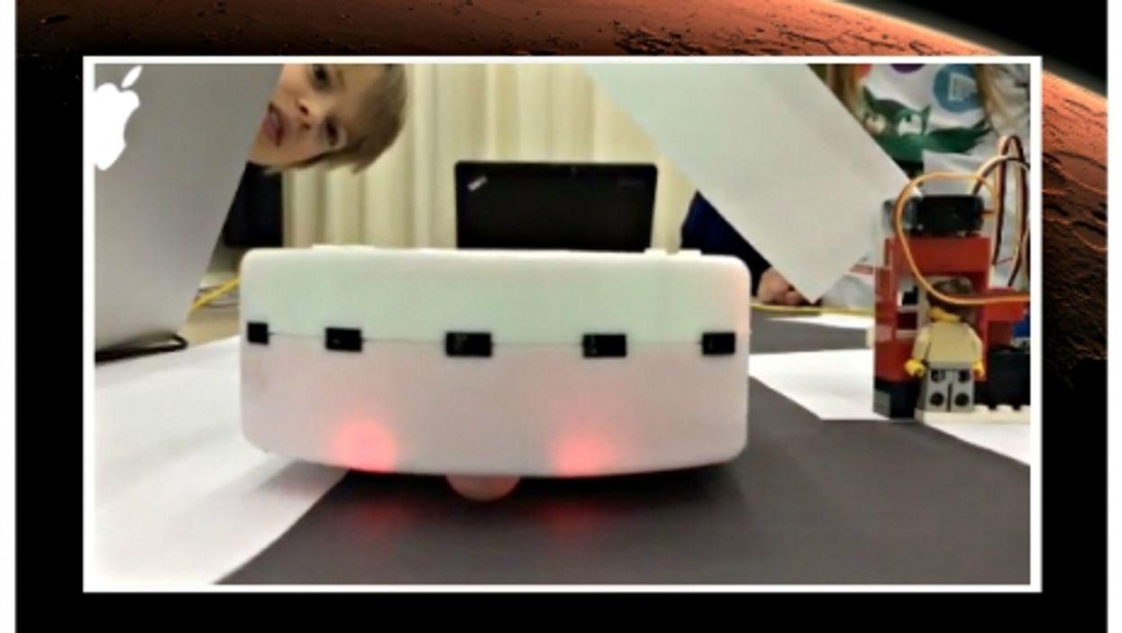 Swiss kids programming a Thymio robot