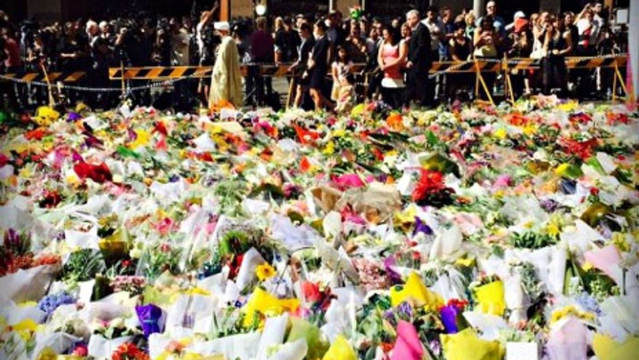 """Sydney remembers siege victims with """"sea of flowers"""""""
