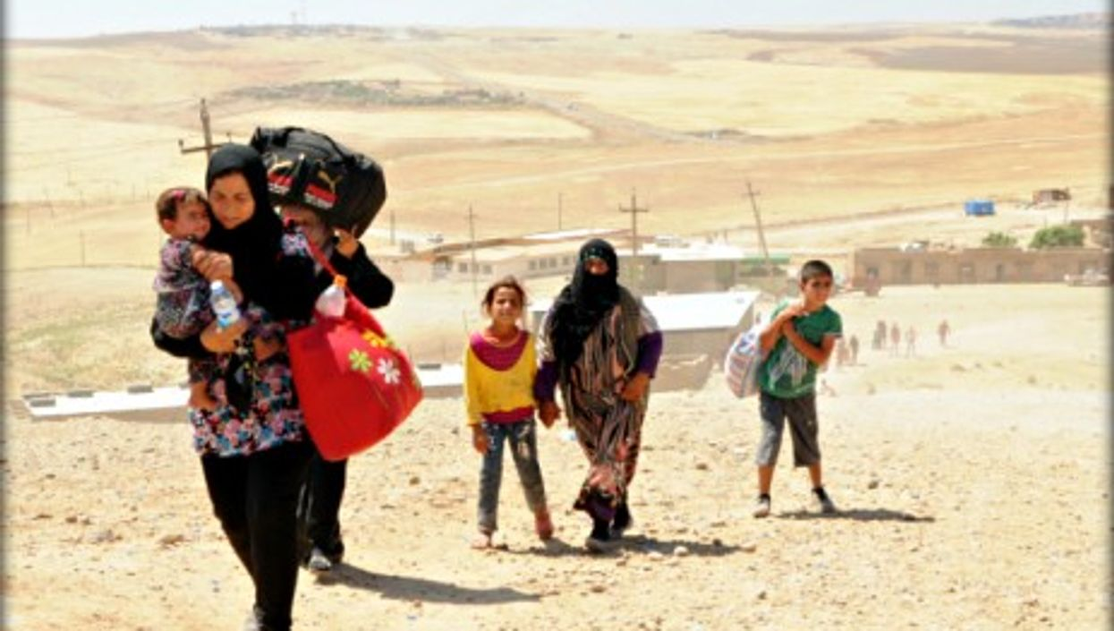 Syrian refugees crossing the border into northern Iraq