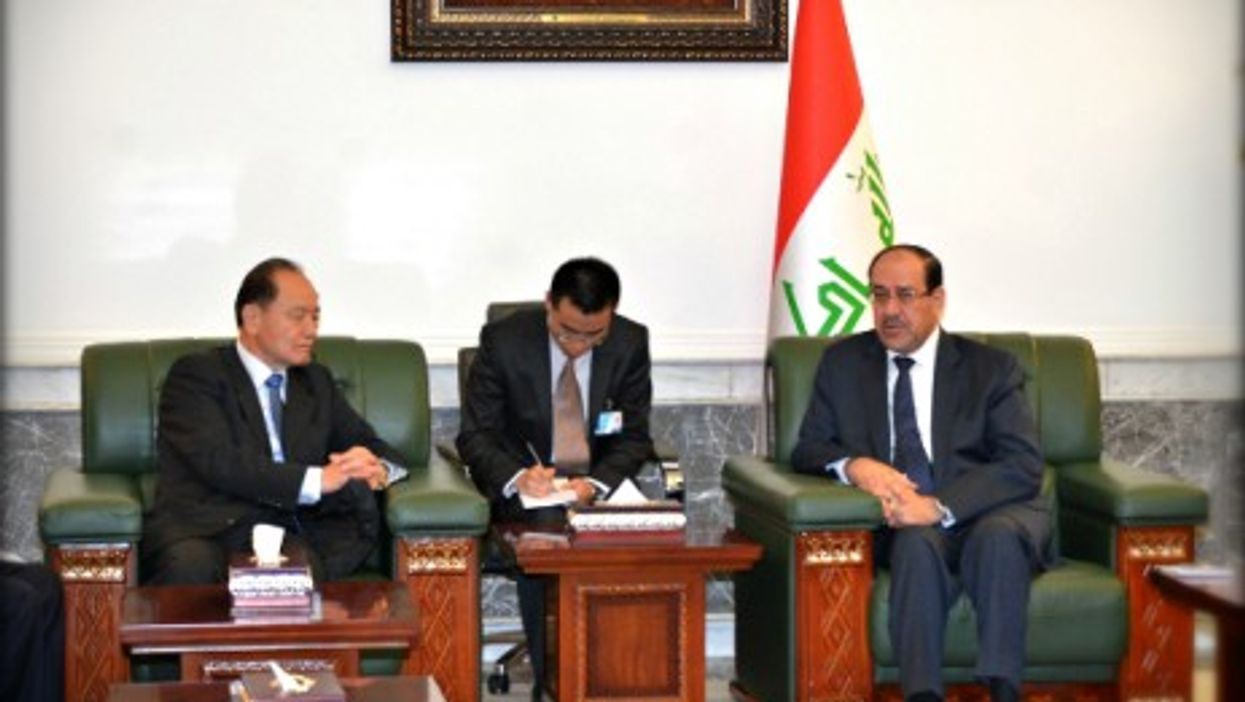 Taking notes? Chinese Middle East envoy Wu Sike (left) and Iraqi PM Nouri al-Maliki (right) in Baghdad on July 7, 2014