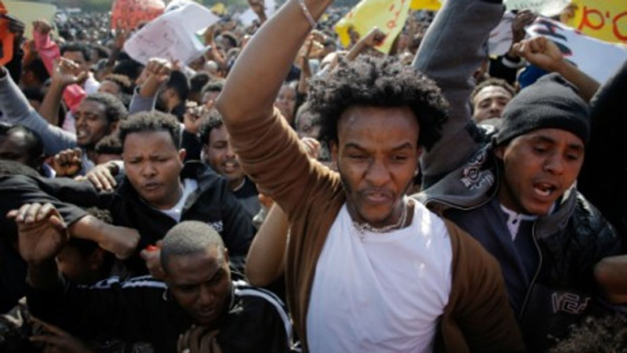 Tens of thousands of African migrants demonstrate in Tel Aviv over asylum requests