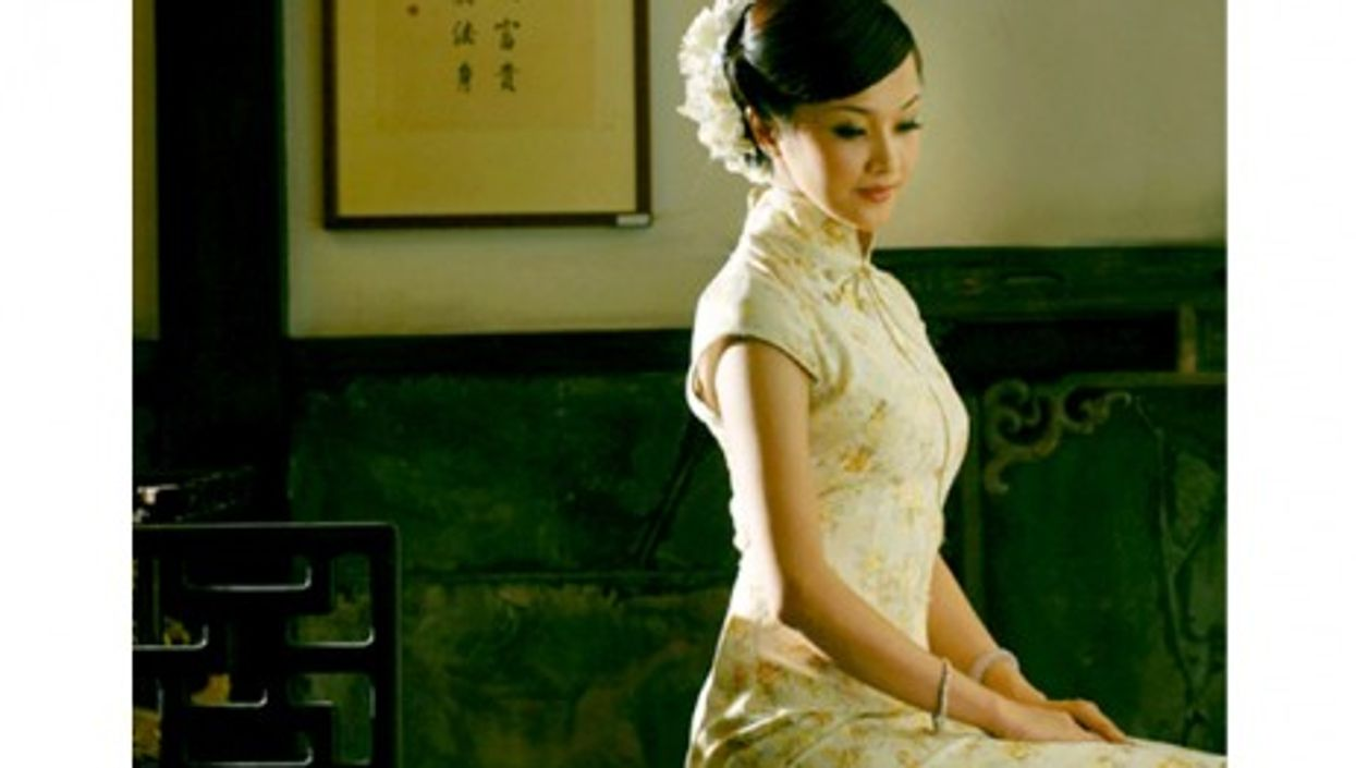 The qipao, worn like this, embodies classic Chinese sex appeal (Shizhao)