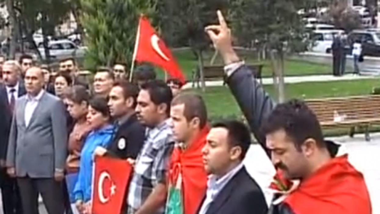 Turkish protesters honor slain soldiers (SalamNews)