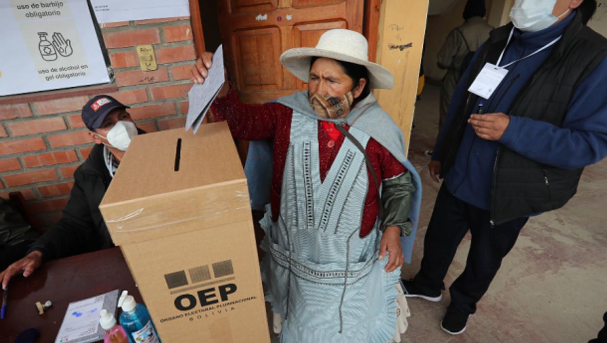 Votin in El Alto, Bolivia, on Oct. 18