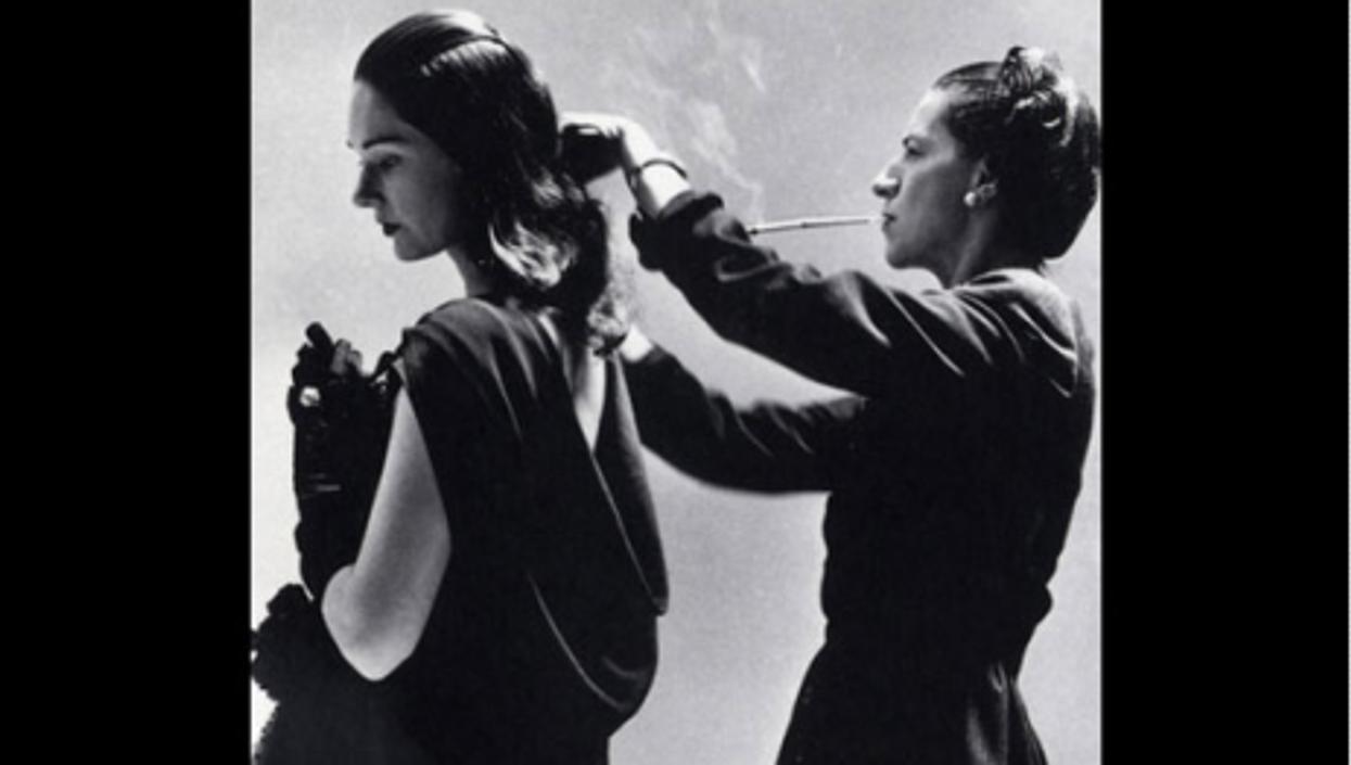 Vreeland (rt) with a model before a photo shoot for Harper's Bazaar magazine (Richard Avedon/Palazzo Fortuny)