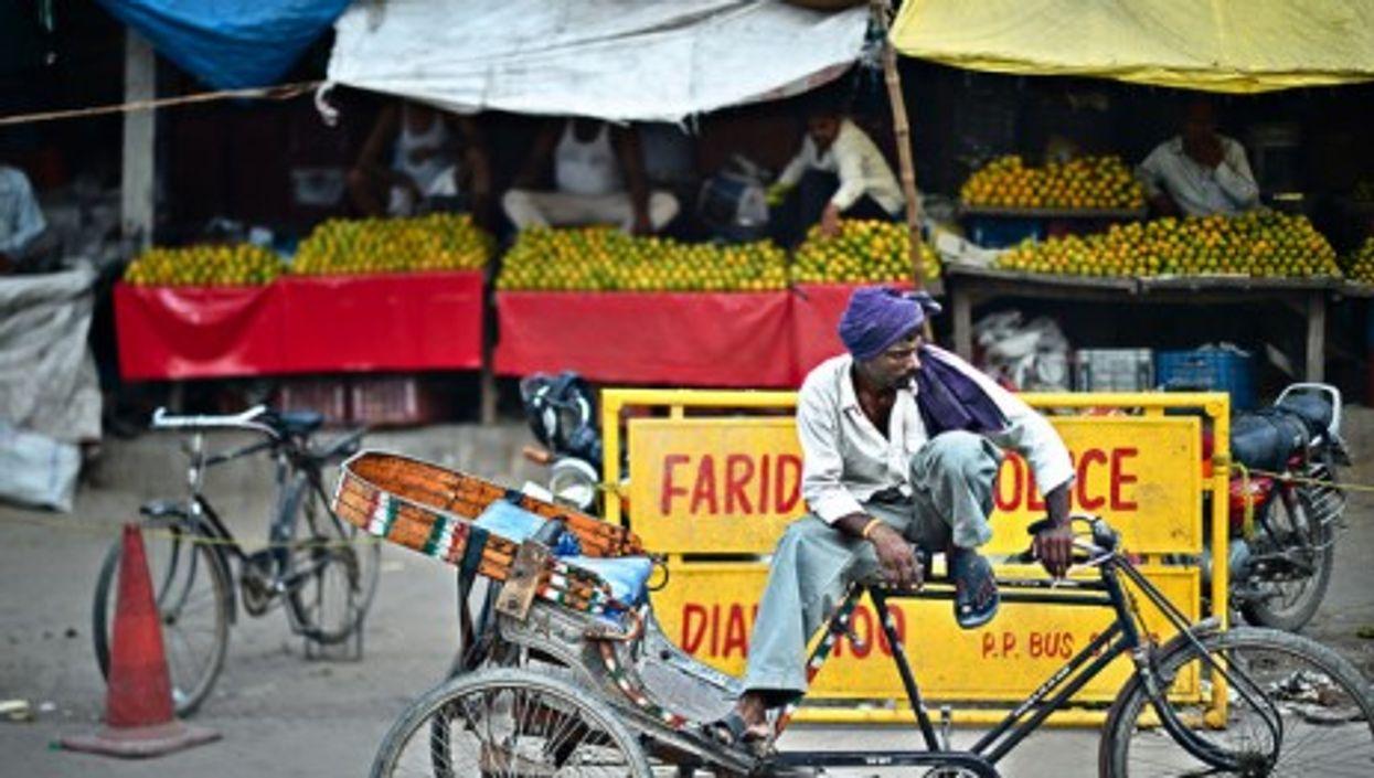 Waiting for the rain, Delhi