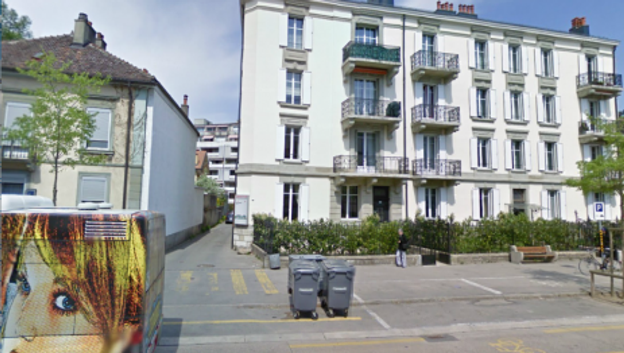 Welcome to Yverdon...What's in that dumpster? (GoogleStreetView)
