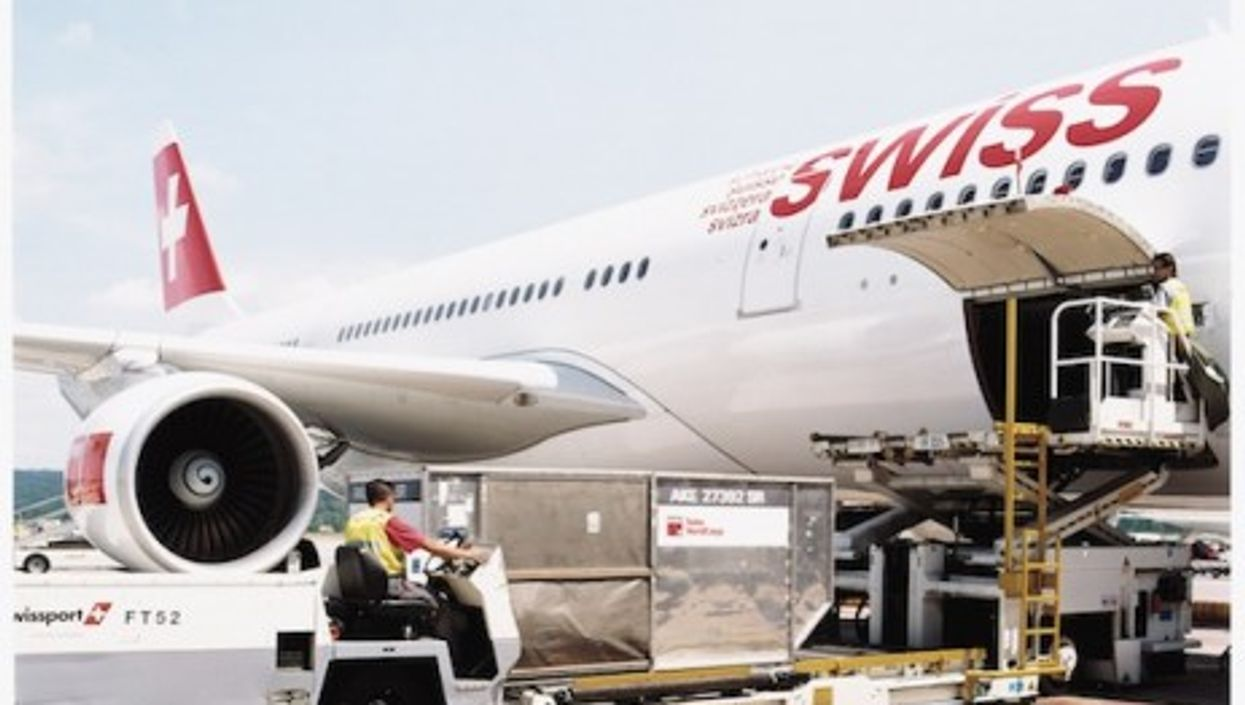 What's in the cargo? (SWISS)