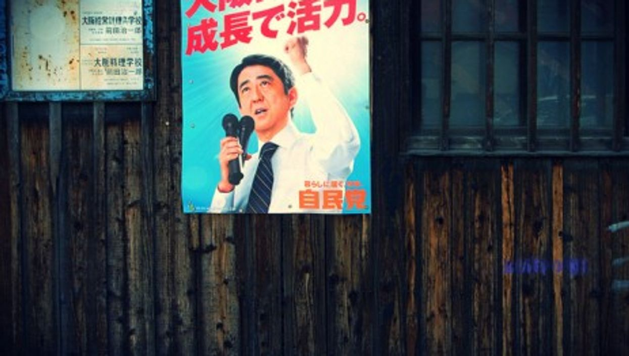 Who will stop Abe from returning to the past?