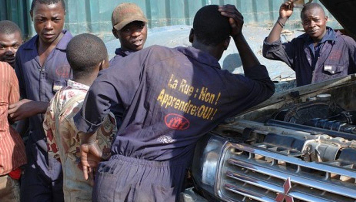 Workers in Congo (Julien Harneis)
